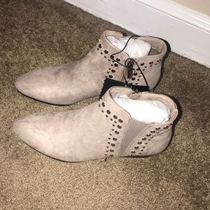 TAUPE BOOTIES (BRAND NEW) FOREVER 21